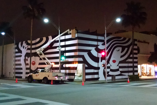 our install team worked through the night to complete this impressive retail barricade graphic install for Sephora
